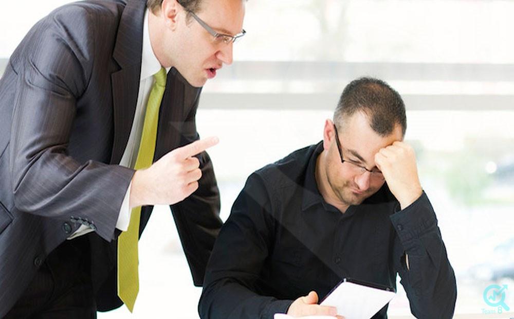 رفتار مدیر با کارمند خاطی خود باید چگونه باشد؟