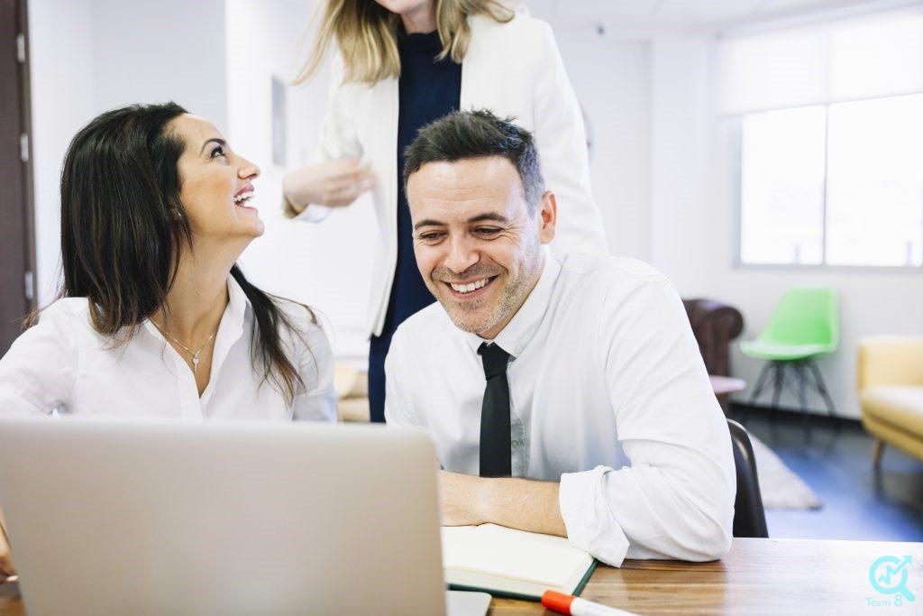 تعهد سازمانی بر چه مواردی تاثیر دارد؟