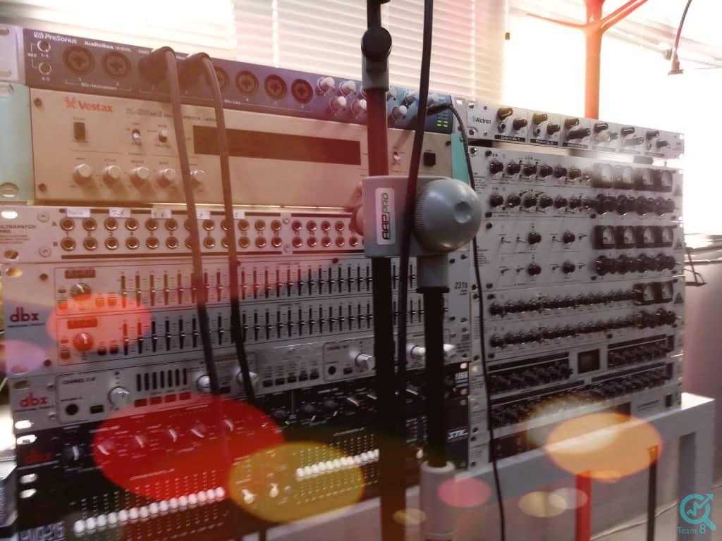استودیو تیم هشت برای ضبط پادکست