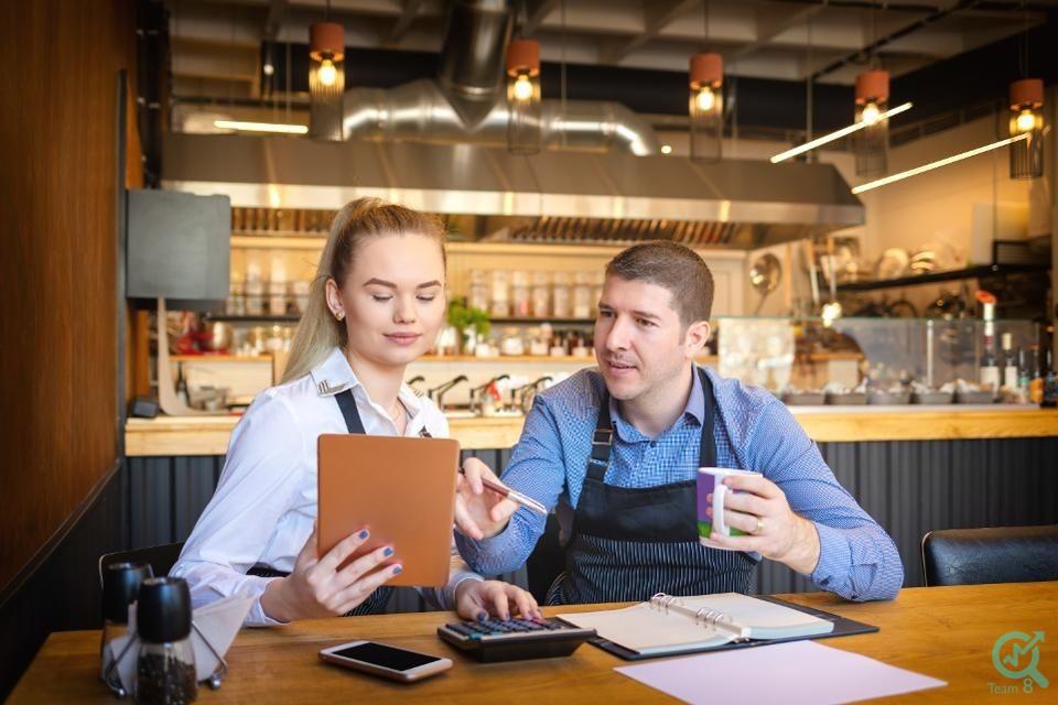 13 – 2 - مشاوران و مربیان را برای ایجاد شغل خود پیدا کنید.