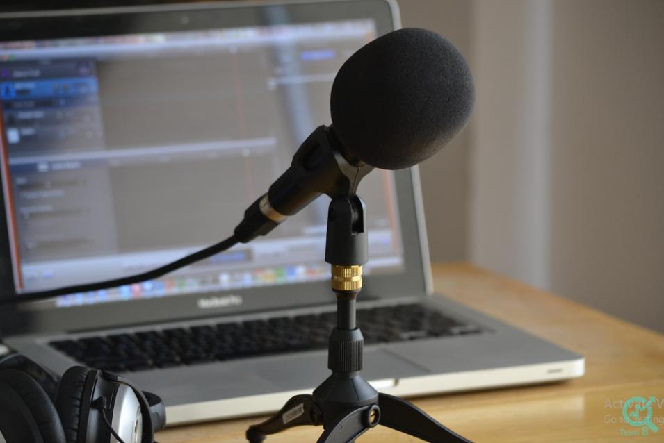 تولید محتوا صوتی چیست؟ ( پادکست)